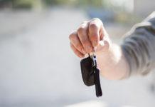 Kto może dostać kredyt samochodowy w salonie dealera?